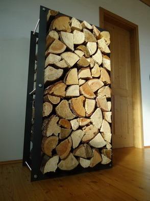 Kovový dřevník
